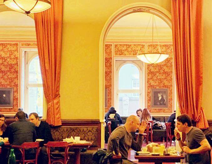 图6:卢浮咖啡馆.jpg
